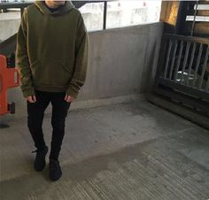 Would you wear this outfit? Featuring our Premium Fleeced Hoodie in Olive   Likely to be stolen by your Girlfriend. Also available in two more colours: Camel Khaki & Midnight Black,  ❌✖️️❌✖️️  longline, longline clothing, online shopping, streetwear, urbanwear, hoodie, hoodie season, cozy sweater, casualwear, minimalism