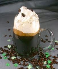Irish coffee (café irlandês)  é uma bebida a base de café,  uísque irlandês, açúcar e chantilly.