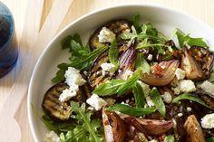 Η απόλυτη καλοκαιρινή σαλάτα περιέχει μελιτζάνες - http://ipop.gr/sintages/salates/apolyti-kalokerini-salata-periechi-melitzanes/