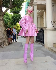 Plus size outfits Weird Fashion, Look Fashion, Fashion Outfits, Fashion Design, Harajuku Fashion, Kawaii Fashion, Faszination Latex, Gloria Groove, Ballet Boots