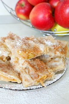 FILO PASTRY APPLE PIE RECIPE - This Homemade Easy Apple Pie, made with filo pastry is not only simple and quick to make but a great low fat alternative to the classic apple pie. A sure crowd pleaser!