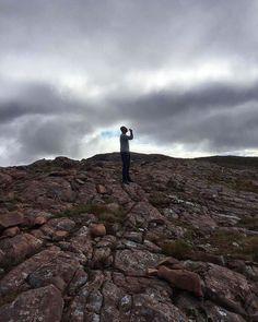 Bealach Na Ba dan Skye adasına kadeh kaldırmak / A wee dram at the top of Bealach Na Ba  #Skye #BealachNaBa #Highlands #MPGezi #Twitter