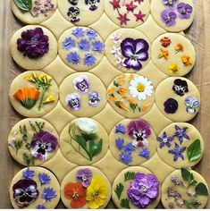 ITS ALL IN THE FLOWERS Bringing baking queen loriastern to your attention again because her flower pressed shortbread cookies are that Chalkboard Mag, Flower Sugar Cookies, Cupcakes, Flower Food, Shortbread Cookies, Edible Cookies, Tea Cookies, Cookie Decorating, Food Art