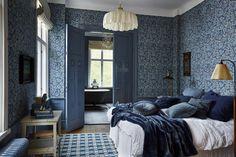 Textilier, Inredning & Möbler | Boel & Jan Cozy Bedroom, Dream Bedroom, Master Bedroom, Home Interior, Interior And Exterior, Interior Design, Blue Wallpaper Bedroom, House Color Schemes, Natural Home Decor