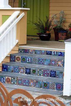 Porch Steps Designs And More Not the front steps, but patterned tiles in different shades of the same color, could collect these from travel or have a family tradition of painting tiles Stained Concrete, Concrete Floors, Painting Concrete Porch, Painted Concrete Steps, Concrete Front Steps, Painted Steps, Mosaic Stairs, Mosaic Tiles, Front Porch Steps