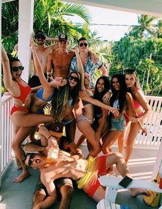 Cute Friend Pictures, Best Friend Pictures, Friend Pics, Bff Pics, Cute Friends, Teen Friends, Dream Friends, Beach Friends, Happy Friends
