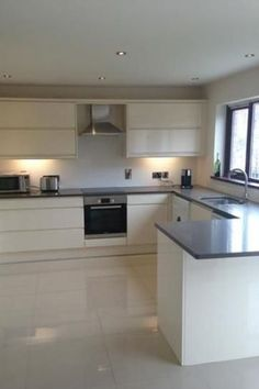 Gallo Handless Gloss Kitchen installed by Kitchens Direct NI, one of our Choose Style Kitchen Range Kitchen Room Design, Kitchen Cabinet Design, Modern Kitchen Design, Home Decor Kitchen, Kitchen Layout, Interior Design Kitchen, Kitchen Cabinets, Kitchen Modular, Kitchen Installation