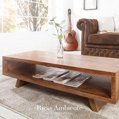Dieser formschöne Couchtisch RETRO aus massivem Sheesham-Holz im Stone Finish ist der ideale Tisch für Dein Wohnambiente. Er überzeugt durch sein Retro inspiriertes Design, bei dem die schrägen Beine zu einem charakteristischen Blickfang werden. Diese sind typisch für den Vintage-Look. Das praktische Fach unter der Tischplatte sorgt dabei für viel Ablagefläche und gleichzeitig für den schlichten aber sehr stilvollen Auftritt des Tisches.