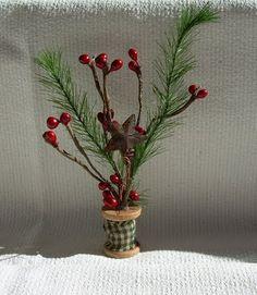 Cat 'n Cart Crafts: Tiny Spool Trees Homemade Christmas Decorations, Diy Christmas Ornaments, Simple Christmas, Christmas Projects, Christmas Stuff, Xmas, Wooden Spool Crafts, Wood Spool, Holiday Tree