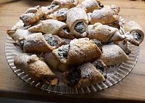 Makové rohlíky Martini, French Toast, Muffin, Breakfast, Food, Morning Coffee, Essen, Muffins, Meals