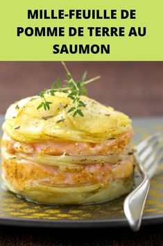 Potato mille-feuille with salmon - A creative and delicious recipe, very easy to make! Vegetarian Crockpot Recipes, Easy Chicken Dinner Recipes, Vegetarian Recipes Dinner, Healthy Chicken Recipes, Easy Meals, Vegetarian Mexican, Dinner Healthy, Mexican Recipes, Pastas Recipes