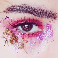 29 Best Beauty Glitter Instagram Accounts - Instagram Accounts To Follow If You're Obsessed With Glitter