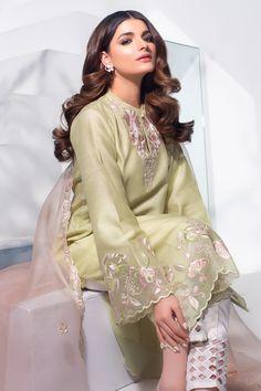 Beautiful Pakistani Dresses, Pakistani Dresses Casual, Pakistani Dress Design, Fancy Dress Design, Stylish Dress Designs, Designs For Dresses, Dress Indian Style, Indian Fashion Dresses, Indian Designer Outfits
