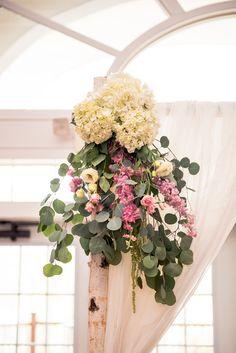 Hanging floral arrangement! #floralarrangement #hangingfloral #powerstationevents #inbloomfloral