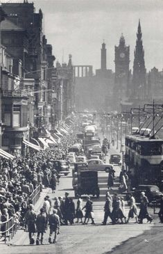 Old Edinburgh - Very busy Princes Street. Old Town Edinburgh, Visit Edinburgh, Scottish Castles, Picture Postcards, Scotland Travel, British Isles, Glasgow, Wonderful Places, Old Photos