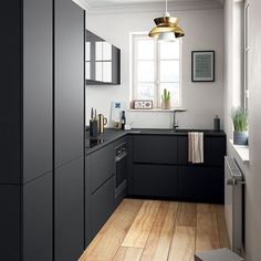 Love this small but beautifully designed black kitchen👌🏻 Good night all ✨ . Image via Elle.fr #kitchen #kitchendecor #nordichome #nordicinspiration