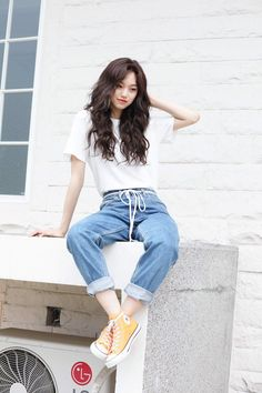 Female Pose Reference, Pose Reference Photo, Drawing Reference, Fashion Poses, Fashion Outfits, Asian Fashion, Girl Fashion, Look Fashion, Figure Poses