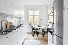 Sinistä sisustuksessa Kitchen Island, Home Decor, Photo Illustration, Island Kitchen, Decoration Home, Room Decor, Interior Decorating
