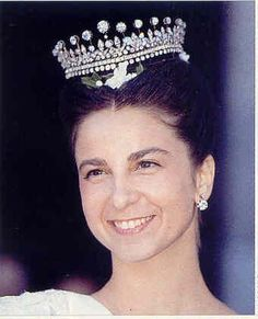 Wedding gift to Princess D. Maria Amelia of Portugal. There was a matching necklace also. The tiara is now the property of HRH The Duke of Braganca. Here it is worn by his wife Dona Isabel on her wedding day in 1995
