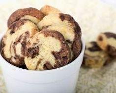 Biscuits marbrés au chocolat au lait et vanille