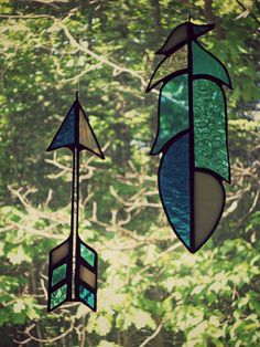 stained glass arrow and feather Stained Glass Ornaments, Faux Stained Glass, Stained Glass Designs, Stained Glass Projects, Stained Glass Patterns, Stained Glass Windows, Garden Whimsy, Feather Art, Hanging Art