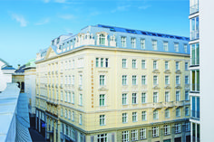 Built in 1913 Steigenberger Hotel Herrenhof is located in the center of the first district of Vienna only a few steps from the Hofburg Imperial Palace. Steigenberger Hotel Herrenhof Vienna Austria Innere Stadt R:Vienna (state) hotel Hotels Vienna Hotel, Vienna State Opera, Beste Hotels, Country Hotel, Imperial Palace, Vienna Austria, Hotel Deals, 5 Star Hotels, Hotels And Resorts