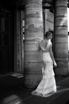 Naisellinen, kurvikas, tyylikäs, elegantti - sanalla sanoen ranskalainen! Hääpuku hänelle, joka haluaa perinteistä ja kaunista, mutta kuitenkin jotain säpäkämpää.