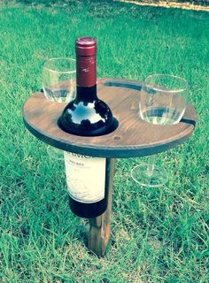 Folding wine table - picnic table - outdoor wine table Enjoy a nice bottle of wine on a picnic or on Backyard Projects, Outdoor Projects, Wood Projects, Woodworking Projects, Outdoor Decor, Backyard Ideas, Firepit Ideas, Backyard Bar, Table Picnic