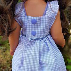 PATRON simplissime d'une ROBE-TABLIER - La Malle ô Poupées Laine Rico, Petra, I Dress, Rose, Blog, Dresses, Baby Doll Clothes, Sewing Doll Clothes, Girl Doll Clothes