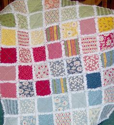 easy quilt patterns free downloads | For a quick and easy quilt project, try a rag style quilt . In this ...