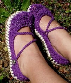crotchet Mary Janes. Kelly I'd like these in size 9 for Christmas this year!! Please? :-)