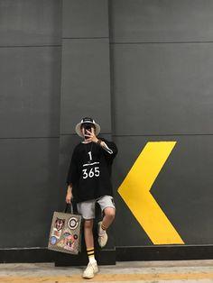 Save = follow #not_save_free #Lam Korea Fashion, Asian Fashion, Look Fashion, Mens Fashion, Chill Style, My Style, Korea Boy, Boy Photography Poses, Tomboy Fashion