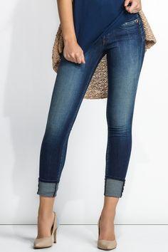 92% Algodão  6% Elastomultiester  2% ElastanoO segredo mais bem guardado da Salsa. Proporcionando um eficaz efeito de barriga para dentro, estes são os mais confortáveis e enaltecedores jeans de cinta alta. O design dos bolsos traseiros e o suave efeito push-up dão-lhe um visual moderno.