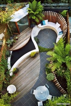 Easy Budget-Friendly Ideas To Make A Dream Patio Cozy backyard, clever tricks for small space gardens - the-small-garden-small-backyardCozy backyard, clever tricks for small space gardens - the-small-garden-small-backyard Small Garden Design, Small Space Gardening, Small Gardens, Garden Ideas For Small Spaces, Modern Gardens, Home Garden Design, Cool Garden Ideas, Contemporary Gardens, Small Courtyard Gardens