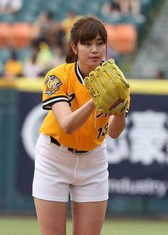 中信兄弟邀請日本「最強棒球女神」稻村亞美擔任賽前開球貴賓,稻村不負眾望在第2球投出104公里快速球,打破了自己在日本職棒開球最快103公里的紀錄。
