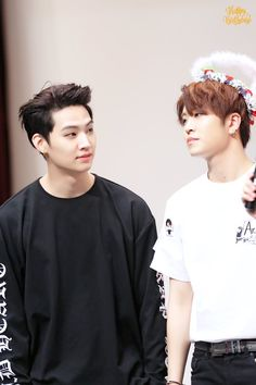 Jaebum & Youngjae   GOT7   find someone who looks at you the way  Jaebum does with Youngjae