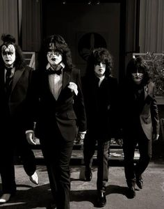 KISS-Genre Simmons, tommy Thayer, Paul Stanley, & Eric Singer
