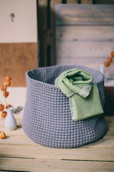 How to make crochet basket stand up. Crochet basket pattern. How to crochet a basket. Diy Crochet Basket, Crochet Basket Pattern, Crochet Tote, Tote Pattern, Crochet Patterns, Grey Laundry Basket, Laundry Hamper, Baskets For Shelves, Storage Baskets