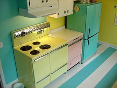A wonderful use of three vintage appliances. The pale yellow General Electric stove... the pale pink dishwasher and the turquoise refrigerator.