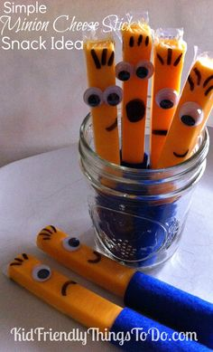 What an awesome idea for a Minion or Despicable Me party! There are a lot of Minion Party ideas on this site! Class Snacks, Classroom Snacks, Preschool Snacks, Team Snacks, Kid Snacks, Healthy Snacks, Birthday Snacks, Minion Birthday, Snacks Für Party
