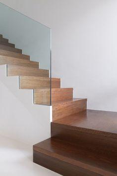 Ideas modern stairs handrail stairways for 2019 Stair Builder, Stairway Decorating, Building Stairs, Stair Handrail, Railings, Staircase Design, Staircase Walls, Modern Stairs Design, Staircase Metal
