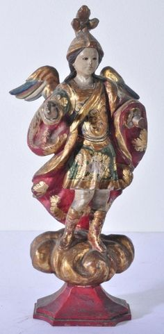 Imagem de madeira esculpida, entalhada e pintada, representando São Miguel Arcanjo. Altura 31 cm. Portugal, século XIX. Base R$500,00