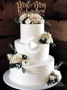 Rustique gâteau de mariage #sharonhutkocakes rustique gâteau de mariage #sharonhutkocakes INSTRUCTIONS ÉTAPE PAR ÉTAPE et PHOTOS tricoter un lapin d'une place ÉTAPE 1: Begi ... #Cake #Rustic #sharonhutkocakes #gateauxdemariage Big Wedding Cakes, Floral Wedding Cakes, Wedding Cake Rustic, Wedding Cakes With Cupcakes, Elegant Wedding Cakes, Wedding Cakes With Flowers, Beautiful Wedding Cakes, Wedding Cake Designs, Beautiful Cakes