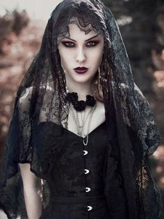 Top Gothic Fashion Tips To Keep You In Style. As trends change, and you age, be willing to alter your style so that you can always look your best. Consistently using good gothic fashion sense can help Beauty And Fashion, Dark Fashion, Gothic Fashion, Style Fashion, Steampunk Fashion, Vampire Fashion, Lolita Fashion, Fashion Tips, Gothic Mode