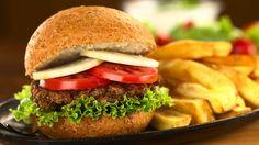 Kvinoa on loistava raaka-aine myös kasvishampurilaisten tekemiseen. Copyright: SHUTTERSTOCK.