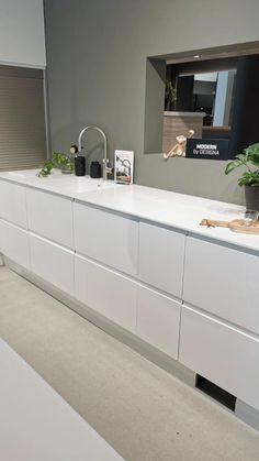 Kitchen Cupboard Designs, Kitchen Room Design, Home Room Design, Interior Design Kitchen, Modern Grey Kitchen, Modern Kitchen Design, Modern Kitchen Cabinets, White Kitchen Inspiration, Home Decor Hooks