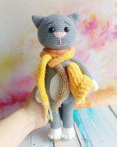 Crochet cat pattern with accessories