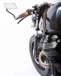 """""""Howler"""" 1981 Honda by Nathan Godillon Photos by Chads Photography Although a first timer in the custom motorcycle world, Nathan Godillon has quite a bit of auto Vintage Bikes, Vintage Motorcycles, Custom Motorcycles, Custom Bikes, Cx500 Cafe Racer, Scrambler, Honda Cx500, Honda Cb, Ducati"""