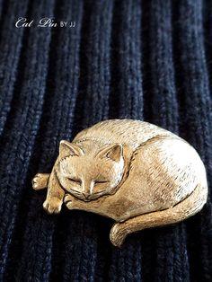 まった猫のブローチ ゴールド JJ(ジェイジェイ)