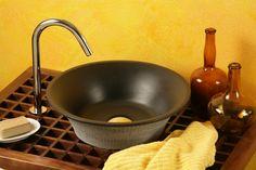 Trevi:  Lavabo in massello d'ardesia; finiture levigata dentro e grezza fuori. trattamento protettivo, dimensioni cm. 40x40x12, peso kg. 9